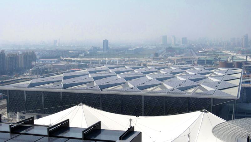 """该种设计受""""折纸""""技术的启发,使得主题馆成为世博会的标志性建筑."""